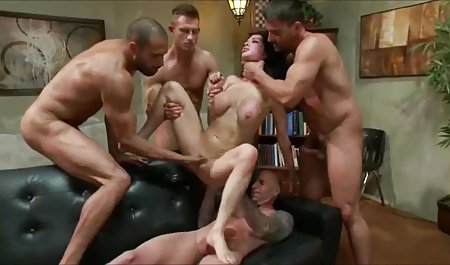 Ви можете вибрати порно відео скачати безкоштовно з шафи, коли ти чужий